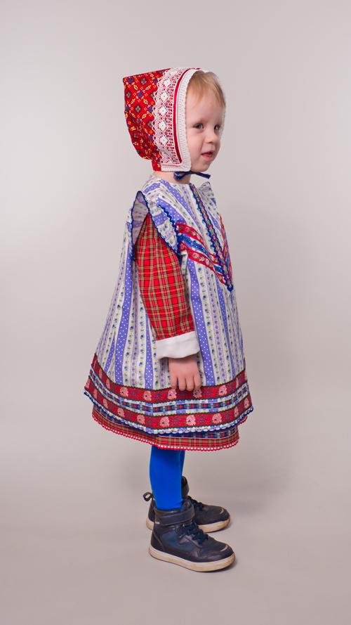 Junge bis 3 Jahre im Kleidchen